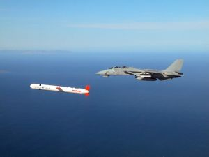 800px-Tomahawk_with_F-14